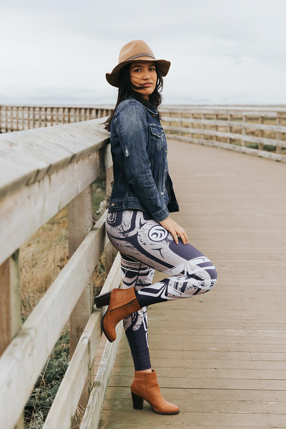NoMiNoU Whale With Raven Tail Blue Legging
